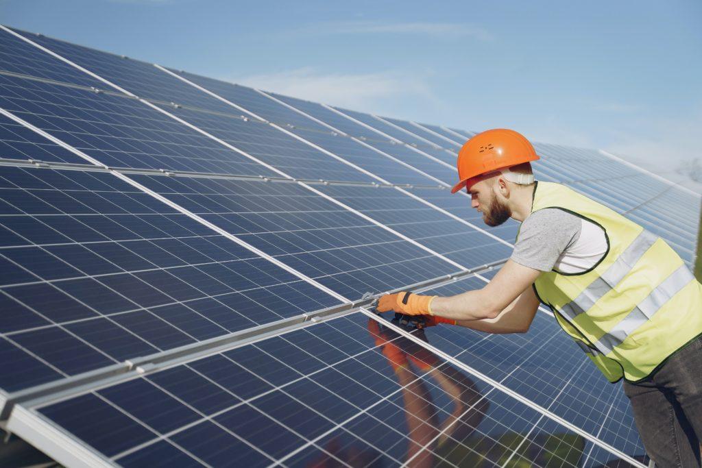 Installation von Photovoltaikanlagen auf allen Dachflächen Gebäude der Samtgemeinde Sachsenhagen und der Tochtergesellschaft EGS